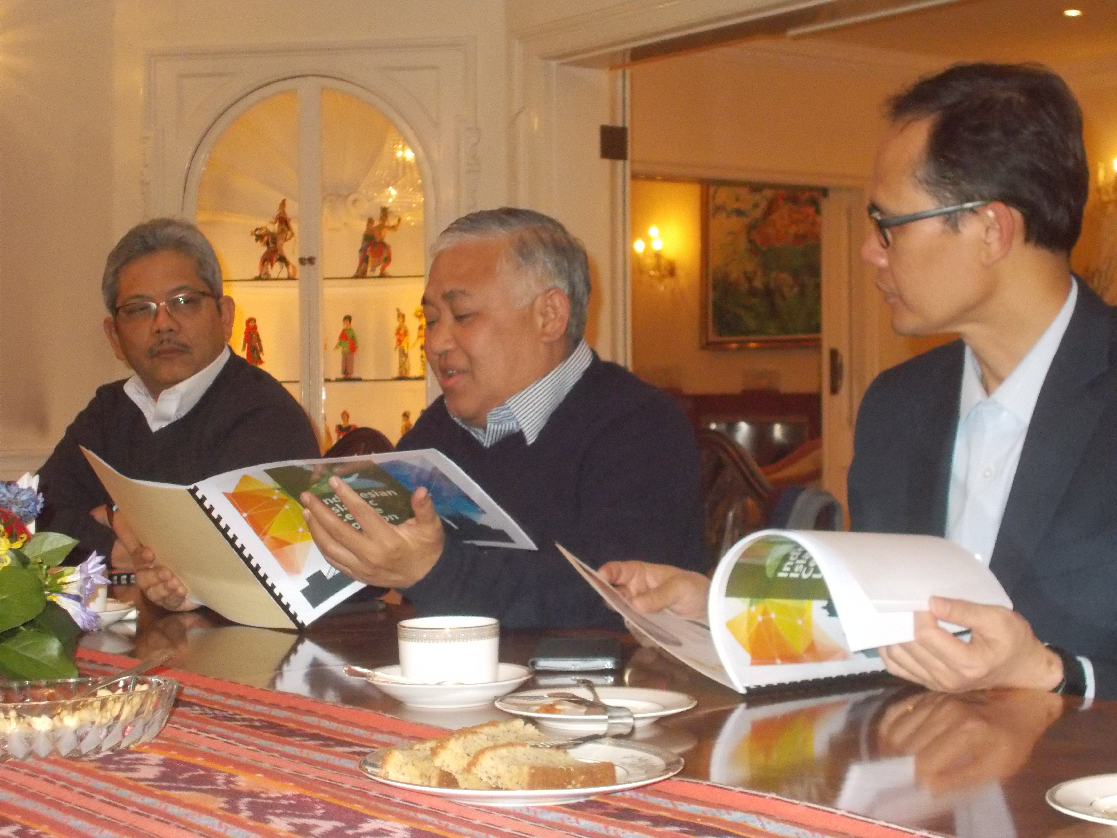 Temu muka dengan Prof. Dr. Din Syamsuddin dan Duta Besar RI di London Dr. Rizal Sukma